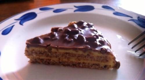 ein Stück Almondy Daim Torte
