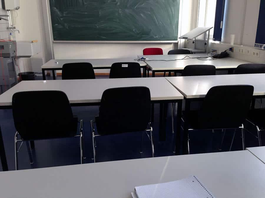 Danach in die Vorlesung. Noch keiner da.