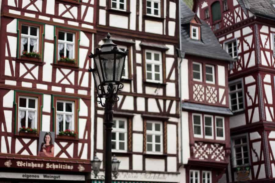 Bernkastel-Kues Häuser mit Laterne