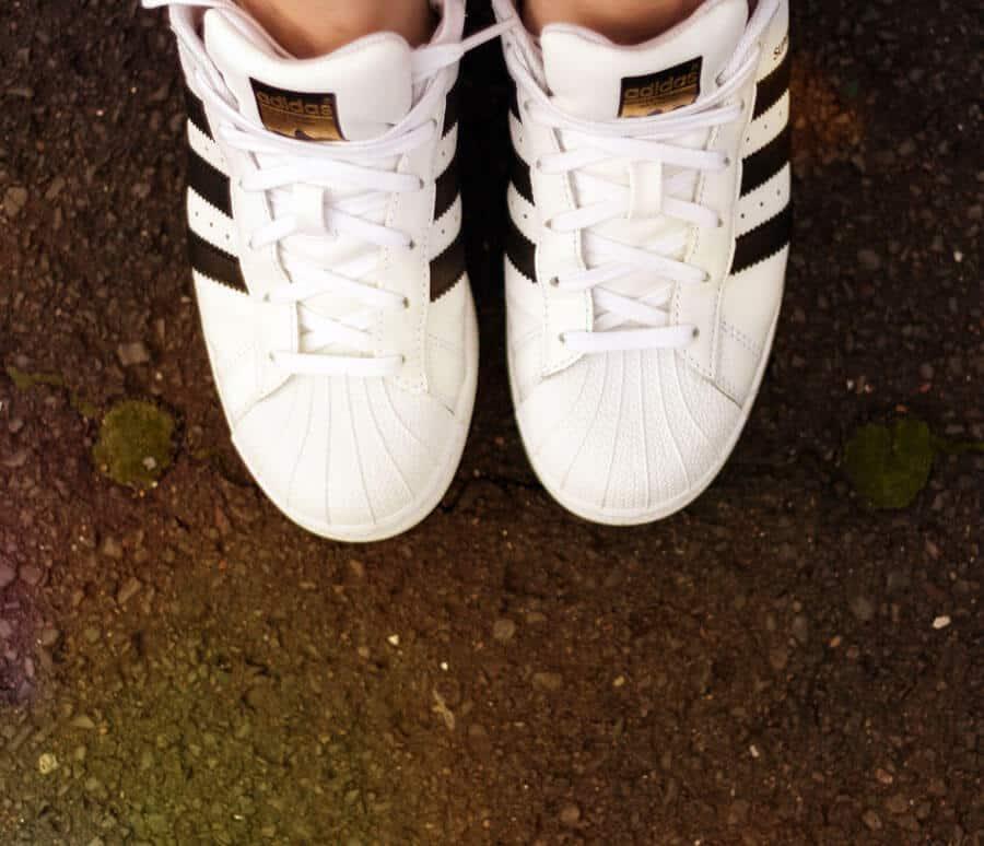 Mit den neuen Schuhen ... (ich fand meine uralten superstars und musste wegen Nostalgie und so unbedingt die neuen haben!)