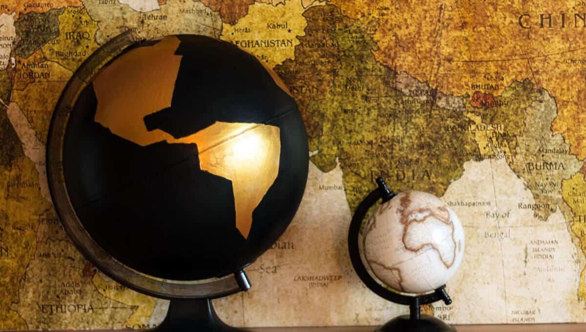 diy f r weltenbummler goldener globus. Black Bedroom Furniture Sets. Home Design Ideas