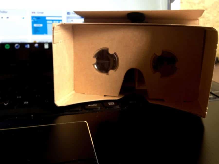 Das ist mein Cardboard, die Linsen sind aber nicht so dolle.
