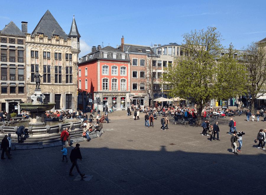 Aachen Patz vor dem Rathaus
