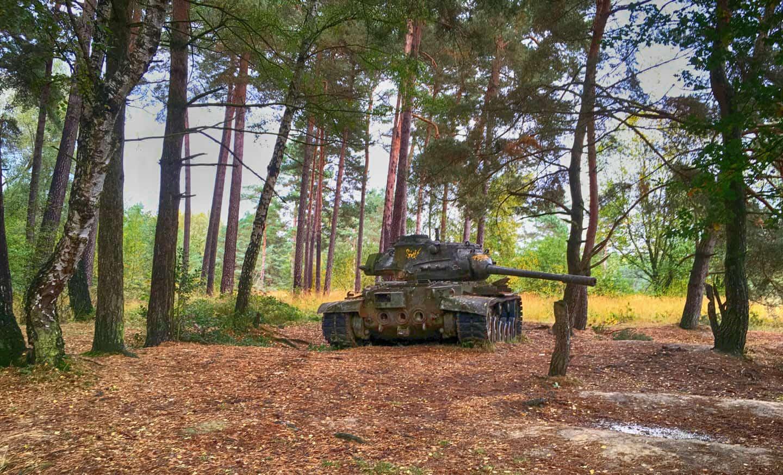 Lost place: Panzer mitten im Wald