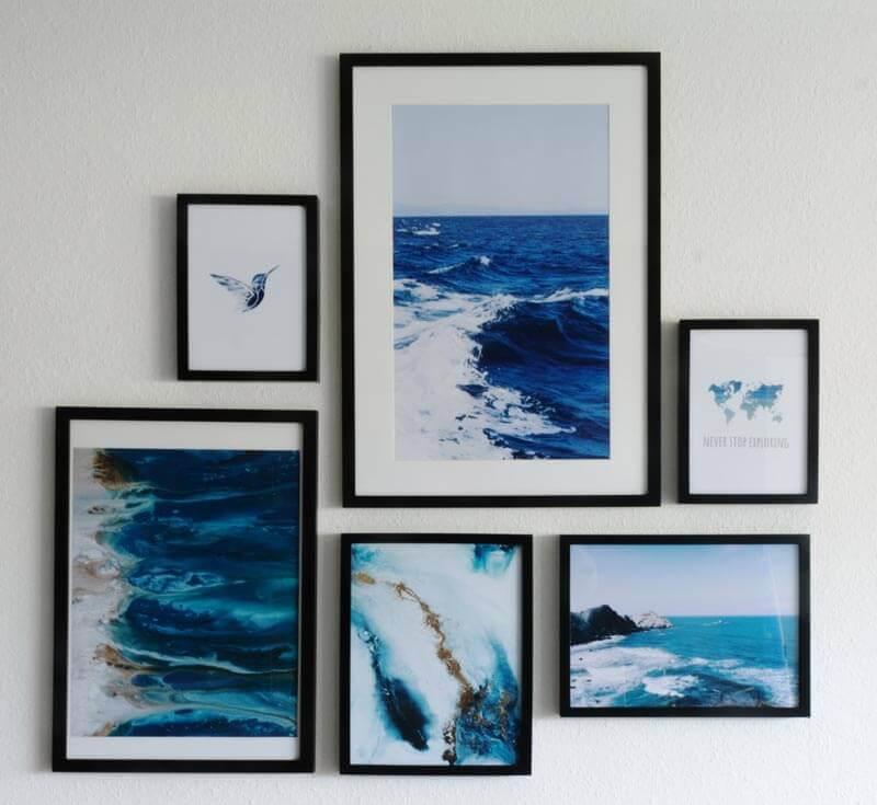 Bilderwand im Wohnzimmer. Bestehend aus Meerbildern