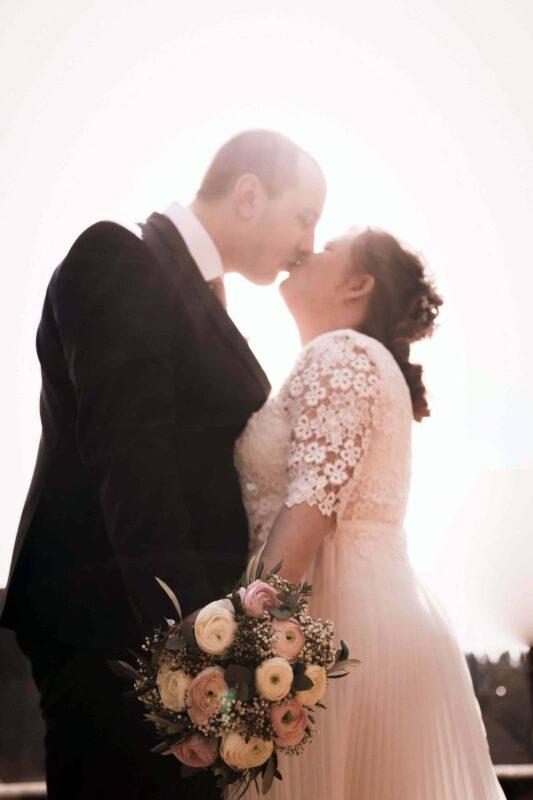 Brautkleid und Brautstrauß