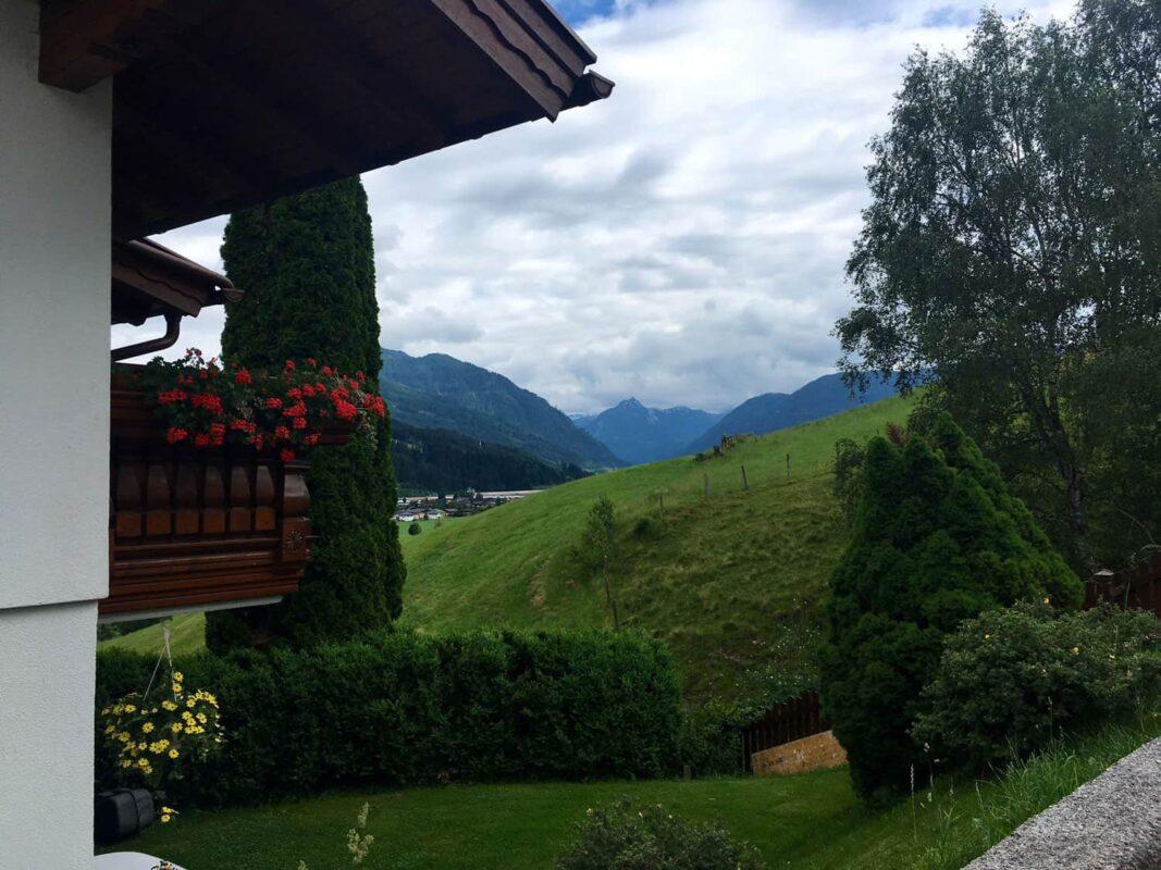 Haus mit Bergen in Österreich